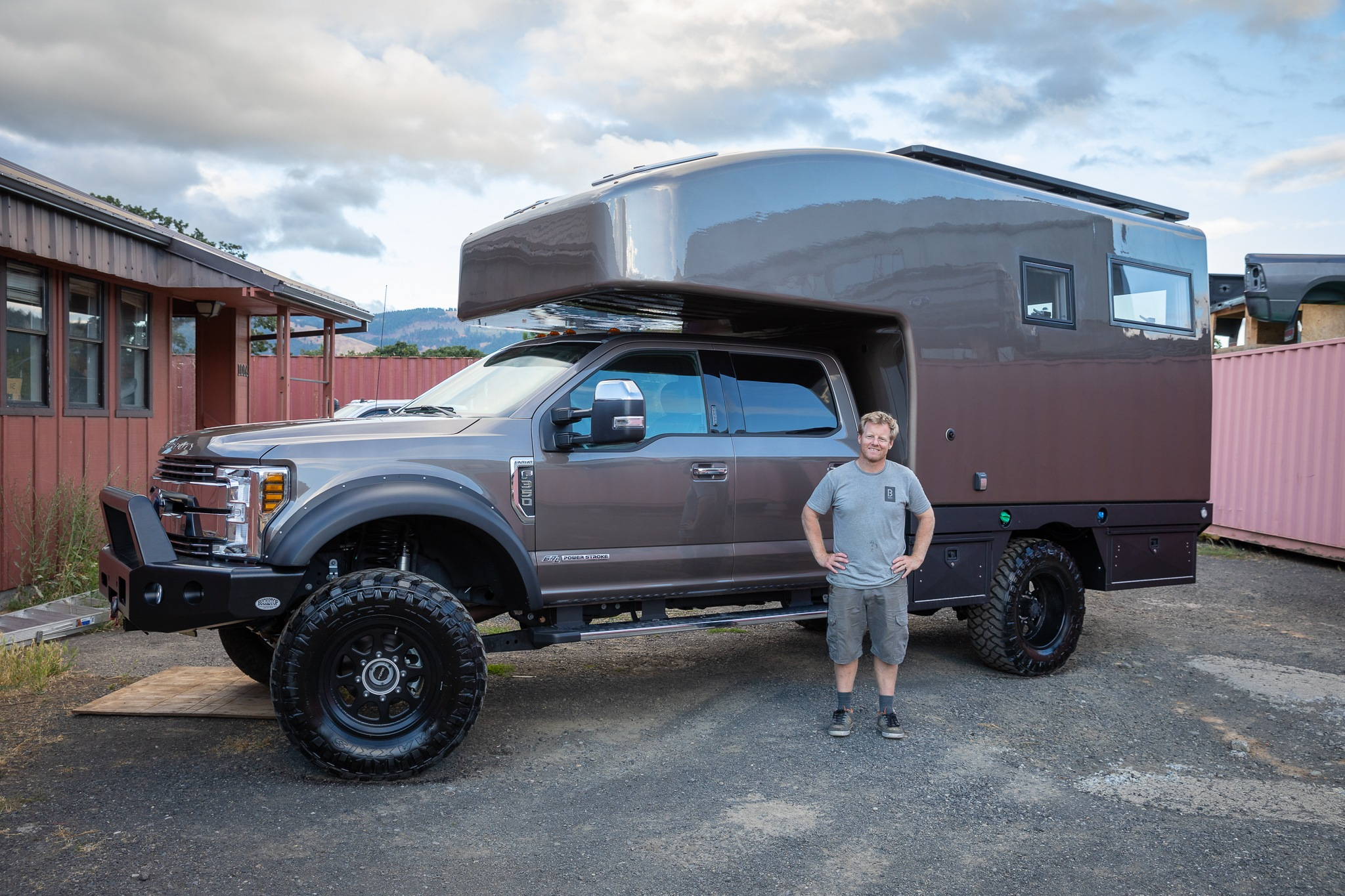 In The Spotlight Bahn Camper Works Custom Flatbed 11 Truck Camper Adventure